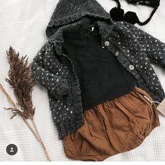 Conjunto de bebé con chaqueta de la marca Búho Barcelona para este  invierno. A cozy a08e6290b89