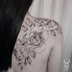 Flower Tattoos on Shoulder Blade by Zihwa