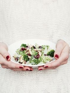 DIY-Anleitung: Brokkoli-Salat mit Cranberries selber machen, leichtes Rezept für den Sommer / summer party recipe: light salad with broccoli and cranberries via DaWanda.com