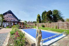 Heerlijk vakantiehuis in de regio Kent te Engeland. Deze recreatiewoning is gelegen in Peasmarsh en te huur via de website.