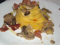 Tagliatelle con funghi e speck , ricetta primi piatti