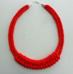 Collane medie - collana di lana all'uncinetto - un prodotto unico di Tatiana-cr1-iw su DaWanda