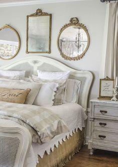 Romantic Shabby Chic Bedroom Decorating Ideas (53) #shabbychicfurniture #shabbychicbedroomsdecoratingideas