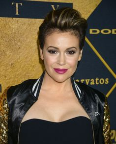 Alyssa Milano Lost 20 Pounds With These Sneaky Weight-Loss Tricks Healthy Weight Loss, Weight Loss Tips, Alyssa Milano Hair, Allysa Milano, Serie Charmed, Tamar Braxton, Raquel Welch, Royal Babies, Hollywood