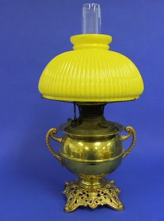 ANTIQUE B&H BRADLEY & HUBBARD PARLOR OIL LAMP with YELLOW RIBBED SHADE