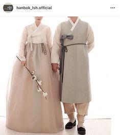 [웨딩한복] 이승현한복 맞춤 후기 : 네이버 블로그 Korean Traditional Clothes, Traditional Dresses, Korean Dress, Korean Outfits, Hanbok Wedding, Beautiful Outfits, Cool Outfits, Modern Hanbok, Korean Wedding