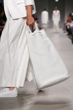 Juun J Menswear Spring Summer 2015 Fashion Show in Paris, white bag. Minimal Fashion, White Fashion, Mode Style, Style Me, Juun J, Fashion Bags, Womens Fashion, Fashion Dresses, Fashion Details