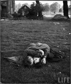 A U.S. soldier and his lover in an embrace, Hyde Park, London, by Ralph Morse (1944)