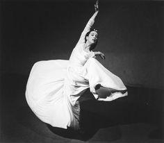 "Martha Graham: Letter to the World (""Swirl""), 1940 Barbara Morgan - Dance Photographer Dancer Photography, History Of Photography, Dance Like No One Is Watching, Just Dance, Barbara Morgan, Modern Dance, Modern Art, Yoga Dance, Dance Movement"