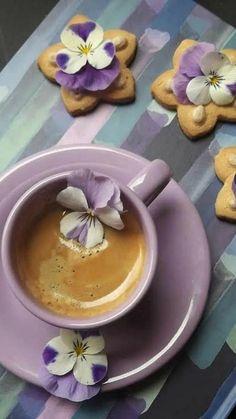 ღ ❤Твоя далекая нежность... ❤ღ — Чашечка кофе - поднять настроение... | OK.RU Good Morning Coffee, Coffee Break, Mini Desserts, Coffee Cafe, Coffee Drinks, Coffee Photography, Food Photography, Frühling Wallpaper, Café Chocolate