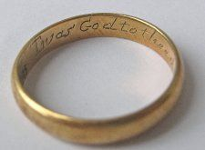 17th - 18th century Gold posy ring with inscription: Twas God to thee directed me