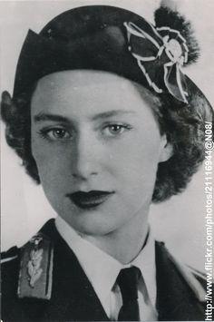 Princess Elizabeth, Royal Princess, Queen Elizabeth Ii, Royal Family History, Royal Family Trees, Rachel Green Hair, Stephane Audran, Margaret Rose, Lady Macbeth