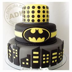 Batman fondant cake, make it Wonder Woman/ red, blue and gold | http://deliciouscakecollections.blogspot.com