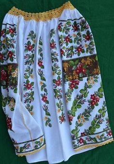 Kit cămaşă naţională Hand Embroidery Projects, Embroidery Patterns, Cross Stitch Charts, Cross Stitch Embroidery, Embroidered Clothes, Embroidery Fashion, Folk Costume, Simple Dresses, Fashion Details