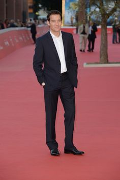 Heading to the Rome Film Festival actor Clive Owen hit the red carpet at a screening of his new television series 'The Knick'. For the special event Owen was outfitted by Italian label Giorgio Armani wearing a navy suit with a pristine white dress shirt. Giorgio Armani, The Knick, New Television, Clive Owen, Celebs, Celebrities, Fashion Labels, Mens Suits, Film Festival