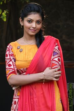 Kadhal Kan Kattuthe movie actress Athulya Ravi latest images, hd wallpapers and movie stills. Actor KG and Athulya Ravi starring Kadhal Kan Kattuthe movie stills and posters. Beautiful Girl Indian, Beautiful Saree, Beautiful Birds, India Beauty, Asian Beauty, Hd Photos, Girl Photos, Attractive Eyes, Marvel Women