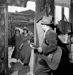 Gitans à Montreuil, 1950. Photo de Robert Doisneau.