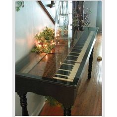 Det er da for fedt! Det må vi gøre med vores klaver derhjemme en dag   #pianotable #home #homedeco #indretning #interior #inspiration #pinterest #loveit #dreaming #wantit #inspoftheday