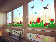 Window paint in summer Class Board Decoration, Decoration Creche, Preschool Decor, Diy And Crafts, Crafts For Kids, Classroom Decor, Classroom Board, Classroom Window Decorations, School Decorations