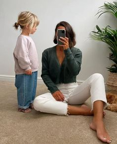 Summer Family Photos, Kids Fashion, Fashion Outfits, Pregnancy Outfits, Baby Outfits, Stylish Maternity, Oui Oui, Cute Outfits For Kids, Mom Jeans