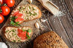 Namažite ju na svježi kruh, pecivo ili fine i hrskave krekere i uživajte! Lunches And Dinners, Bruschetta, Salmon Burgers, Food Inspiration, Salads, Sandwiches, Food And Drink, Ale, Ethnic Recipes