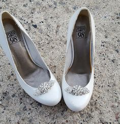 Hey, I found this really awesome Etsy listing at https://www.etsy.com/listing/511344514/wedding-shoe-clips-vintage-style-shoe