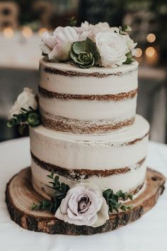 Country Wedding Cakes Love this beautiful rustic wedding cake! Flowers make a lovely addition. Perfect wedding cake for a rustic or country wedding - Wedding Cake Rustic, Rustic Cake, Wedding Cake Simple, Wedding Cake Vintage, Dessert Wedding, Vintage Weddings, Bohemian Wedding Cakes, Wedding Cake Two Tier, Rustic Weddings
