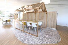 structure bois - mobilier restaurant - ambiance scandinave Restaurants, Deco Restaurant, Decoration, Divider, Room, Retail, Inspiration, Furniture, Home Decor