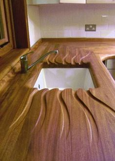 A carved draining board for your kitchen counter and sink. Wood Furniture, Furniture Design, Furniture Plans, System Furniture, Kitchen Furniture, Draining Board, Cuisines Design, Wood Design, Joinery
