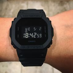 Swiss Army Watches Are So Precise! G Shock Watches Mens, Sport Watches, Cool Watches, Watches For Men, Wrist Watches, Casual Watches, Casio Vintage, Skeleton Watches, Swiss Army Watches