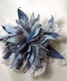 24 Ideas What Can Be Made From Old Jeans PicturesCrafts com is part of Denim flowers - Denim Flowers, Cloth Flowers, Felt Flowers, Fabric Flowers, Paper Flowers, Denim And Lace, Artisanats Denim, Flores Shabby Chic, Shabby Chic Flowers