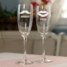 Divatos? Bohókás? Jópofa? Döntse el Ön, de biztos nincs az a pár, aki nem örülne ennek a mókás pezsgőspohár készletnek. Tegyen egy próbát! A hatás biztosan nem marad el! Az ár 2db homokfúvott pezsgőspohár árát tartalmazza. Glass Engraving, Valentino, Minden, Invitations, Cut Glass, Crystals