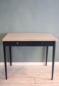 Wunderschön restaurierter 20er Jahre Schreibtisch  von Stattfein auf DaWanda.com