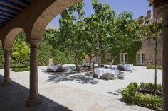 #Montaje #banquete en el #Parador de #Almagro   #rusticChic #bodas #tematicas #lugar #magico #bodas con #encanto #weddingvenue #bodatrendy #chicweddings #patio #exterior #summerweddings #cocktel #bodas