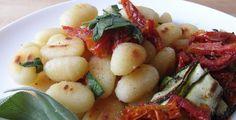 Salbei-Gnocchi mit Tomatengemüse - TK-Rezept-Tipp - Die Techniker Krankenkasse kocht ein leckeres Gericht aus Italien für dich.
