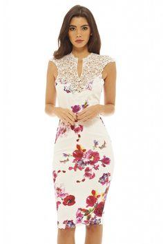 Dostępne różne rozmiary – przepiękna, jasna sukienka w urocze kwiaty – dekolt ozdobiony przepiękną koronką – robi niesamowite wrażenie – dopasowana sukienka pięknie eksponuje figurę – długość midi optycznie wysmukla sylwetkę – sukienka idealna na wesele, komunię czy inne wyjątkowe okazje – kreacja niebanalna i oryginalna, doda lekkości i swieżości kobietom w każdym wieku –