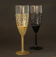 Gatsby Style Wedding, Champagne Glasses Set of 2 HAND PAINTED Champagne Glasses, Wedding Glasses, Champagne Flutes. Gold and Black design, decorated with Cut Glass Crystals. Delicate glitter pattern.Frost effect in gold and deep black. Great choice for Gatsby style wedding party, great