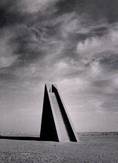Hannsjörg Voth, Himmelstreppe(Stairway to heaven) installation, Morocco, 1980-1987.
