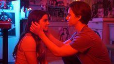 Longa-metragem é uma adaptação de história da 1999 Addison Rae, uma das celebridades mais conhecidas das redes sociais, é a estrela de Ele é Demais – adaptação ao filme da década de 1990 protagonizado por Freddie Prinze Jr. Dirigido por Mark Waters, criador de Meninas Malvadas, a trama segue uma estudante obcecada por mídia social (Rae) que pega seu namorado a traindo em um set de filmagem, durante uma live. Para se vingar e preservar o seu status no colégio, a garota decide fazer uma apos Rachael Leigh Cook, Freddie Prinze, Kourtney Kardashian, Celebrity Pictures, Celebrity News, Kid Cobra, Promotional Events, Trailer, Plot Twist