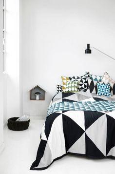 se não der pra investir na reforma do quarto...invista na roupa de cama..elas podem fazer toda a diferença e alem do mais, você pode mudar a cara do #quarto quando quiser...PENSE NISSO!!!!