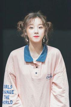 y u q i Kpop Girl Groups, Korean Girl Groups, Kpop Girls, Mini E, Soo Jin, Fandoms, Soyeon, Entertainment, Extended Play
