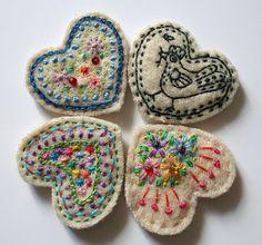 felt heart embroidery Mocho?