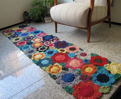 Tapete de croche barbante floral colorido  2.10m x 0.50 - 2012301
