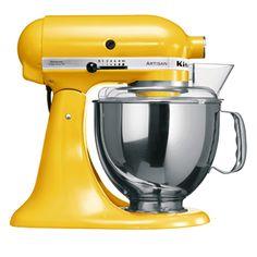 Die #ArtisanKuechenmaschine von #KitchenAid in strahlendem Sonnenblumengelb bringt Schwung auf die Arbeitsplatte. Der Farbton macht Lust auf frische und exotische Rezepte, wie beispielsweise einem raffinierten Bananen-Curry-Salat oder herzhaftem Krabbenpuffer mit Mango und Mais-Salsa.