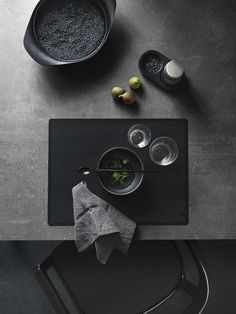 A black table setting | VIPP