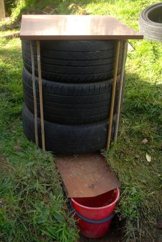 Gardening Compost DIY worm bin - Yesterday I decided to build a worm farm. So I called my brother, and we went up the Kapiti Coast to collect a few bits and pieces. Firstly we went to a tyre shop and asked if they had any free old… Worm Farm Diy, Earthworm Farm, Worm Beds, Red Wiggler Worms, Red Wigglers, Red Worms, Shade Grass, Bokashi, Garden Compost