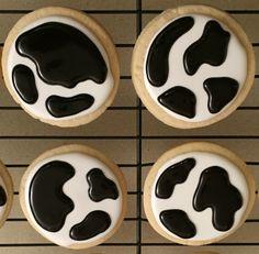 Cow spot cookies! #350ferinheit #spottedcow #cookiepatterns #iwantacow