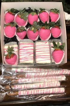 Yummy Treats, Sweet Treats, Edible Gifts, Chocolate Covered Strawberries, Chocolates, Event Planning, Madness, Dinners, Deserts