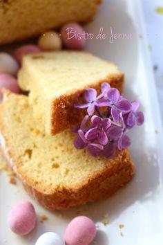 Gâteau de sable (la recette traditionelle polonaise) INGREDIENTS: (pour 8 personnes) 250 g de beurre mou 200 g de sucre 4 oeufs 2 pincées de sel 1 c.à.café de levure chimique 150 g de farine 150 g de fécule de pomme de terre sucre glace Préchauffer votre...
