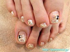 ホログラムの入ったゴールドラメのキラキラフットネイル 2013-9 Toe Nail Art, Toe Nails, Girly Things, Girly Stuff, Painted Toes, Gold Lame, Pedicures, Long Toes, Mani Pedi